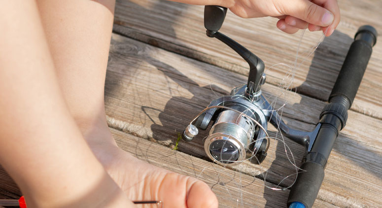 prevent line tangle in spinning reel