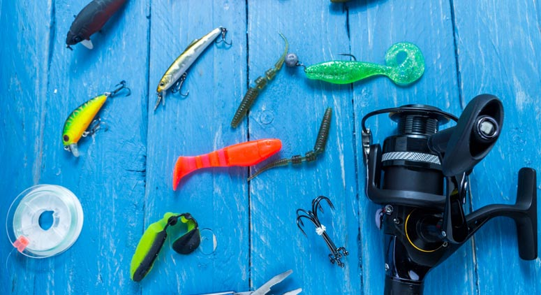 Spinning reel and lure